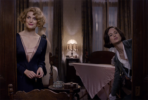 Katherine Waterston and Alison Sudol give different yet engaging performances as the Goldstein sisters.  Fantastic Beasts and Where to Find Them. Image Credit: Warner Bros.