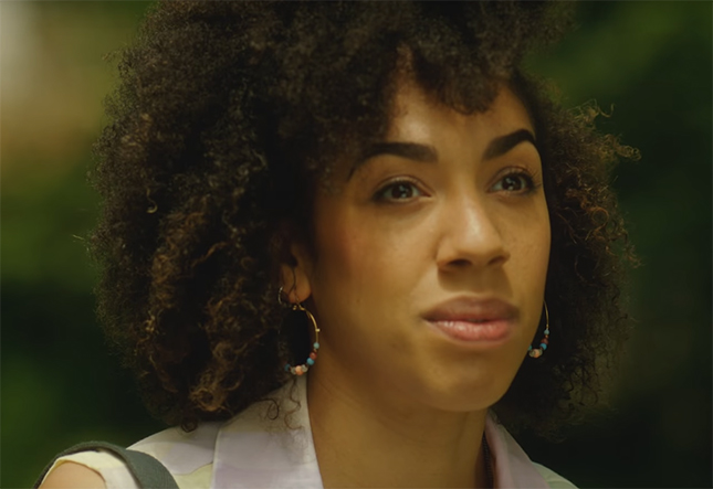Pearl Mackie brings a sense of realness in her portrayal of Bill. Image Credit: BBC.
